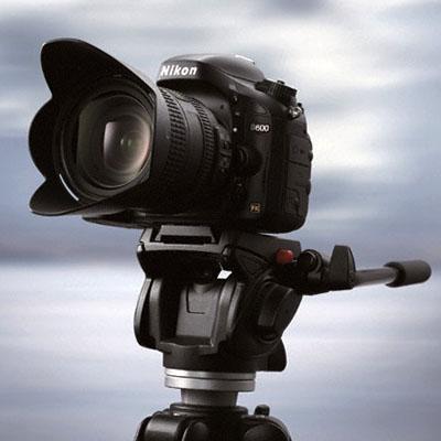 Nikon'dan orta seviye full frame: D600