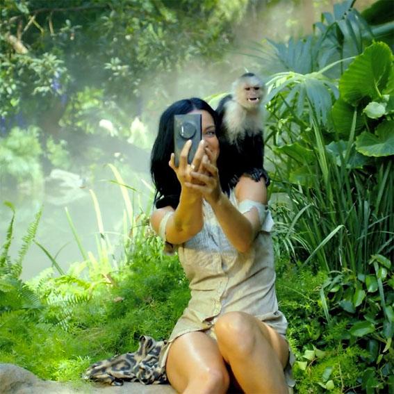 """Katy Perry """"Roar"""" Klibinde Nokia Kullanıyor"""