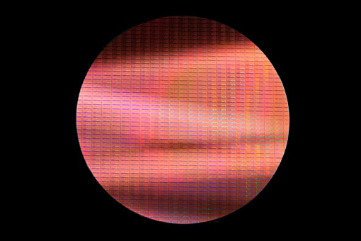 Broadwell _14nm_Wafer_Dark