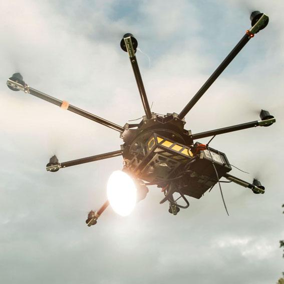 Drone'a paraflaş takılırsa!