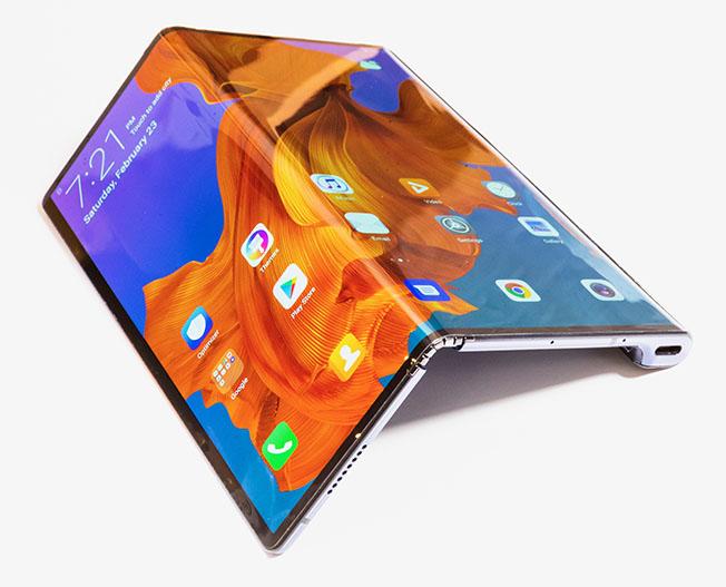 1551024790 file1 2 - Katlanabilir akıllı telefon: HUAWEI Mate X