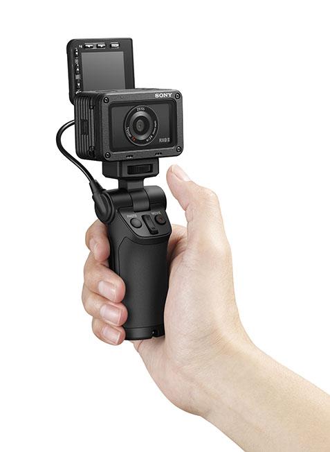1553695824 RX02 selfie hand selfie hand image - Sony RX0 II