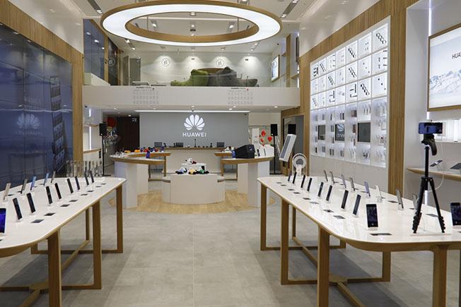 Huawei İstinyePark HES 3 - HUAWEI Deneyim Mağazası İstinyePark'ta Açıldı