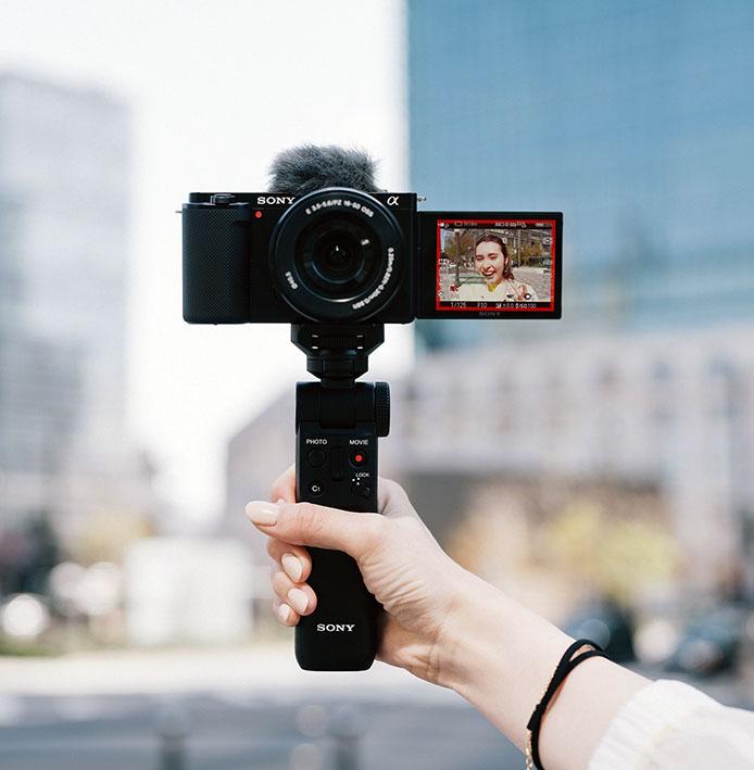 1627395886 CX88700BK SELP1650 VPT2BT selfiemain - Sony ZV-E10
